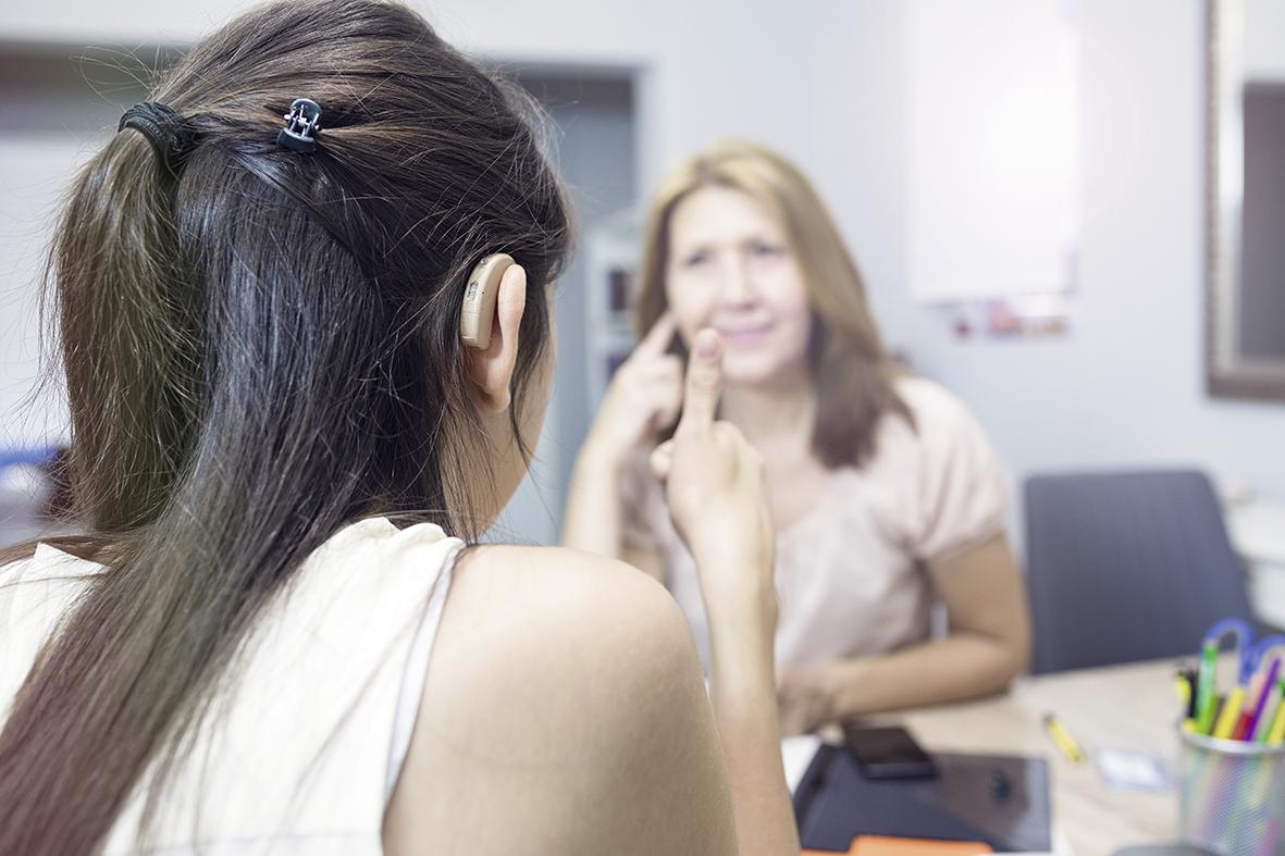 Inklusion von Gehörlosen und Menschen mit Hörbehinderungen auf dem Arbeitsmarkt