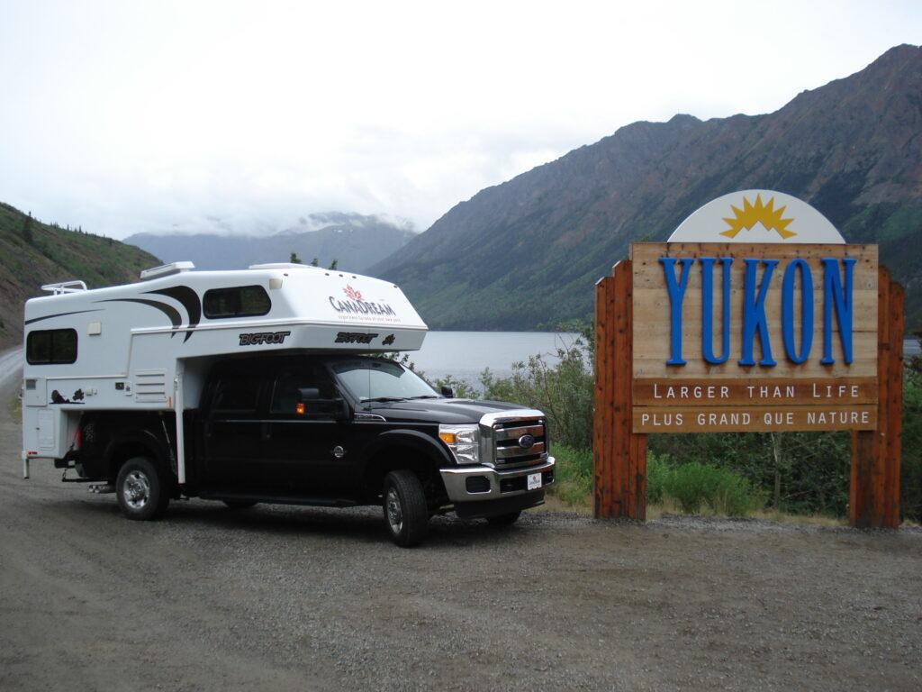 Tüftelt gerne an smarten Ökosystemen für seinen Camper herum: Der Verfasser dieses Blogbeitrags war mit diesem Wohnmobil in Alaska unterwegs. (Bild: Beat Zihlmann)