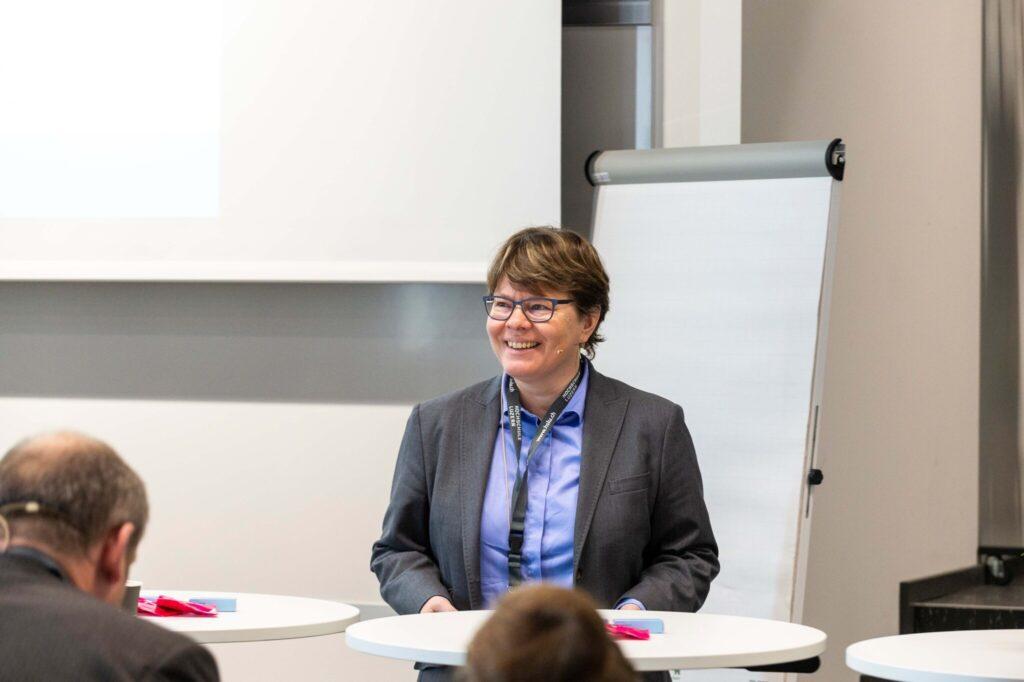 Keynote- Speaker der letztjährigen Konferenz: Marianne Wildi, CEO der Hypothekarbank Lenzburg, einer der digitalisiertesten Schweizer Banken. Wildi zeigte auf, wie sie traditionelle Denkmuster erfolgreich aufgebrochen hat.