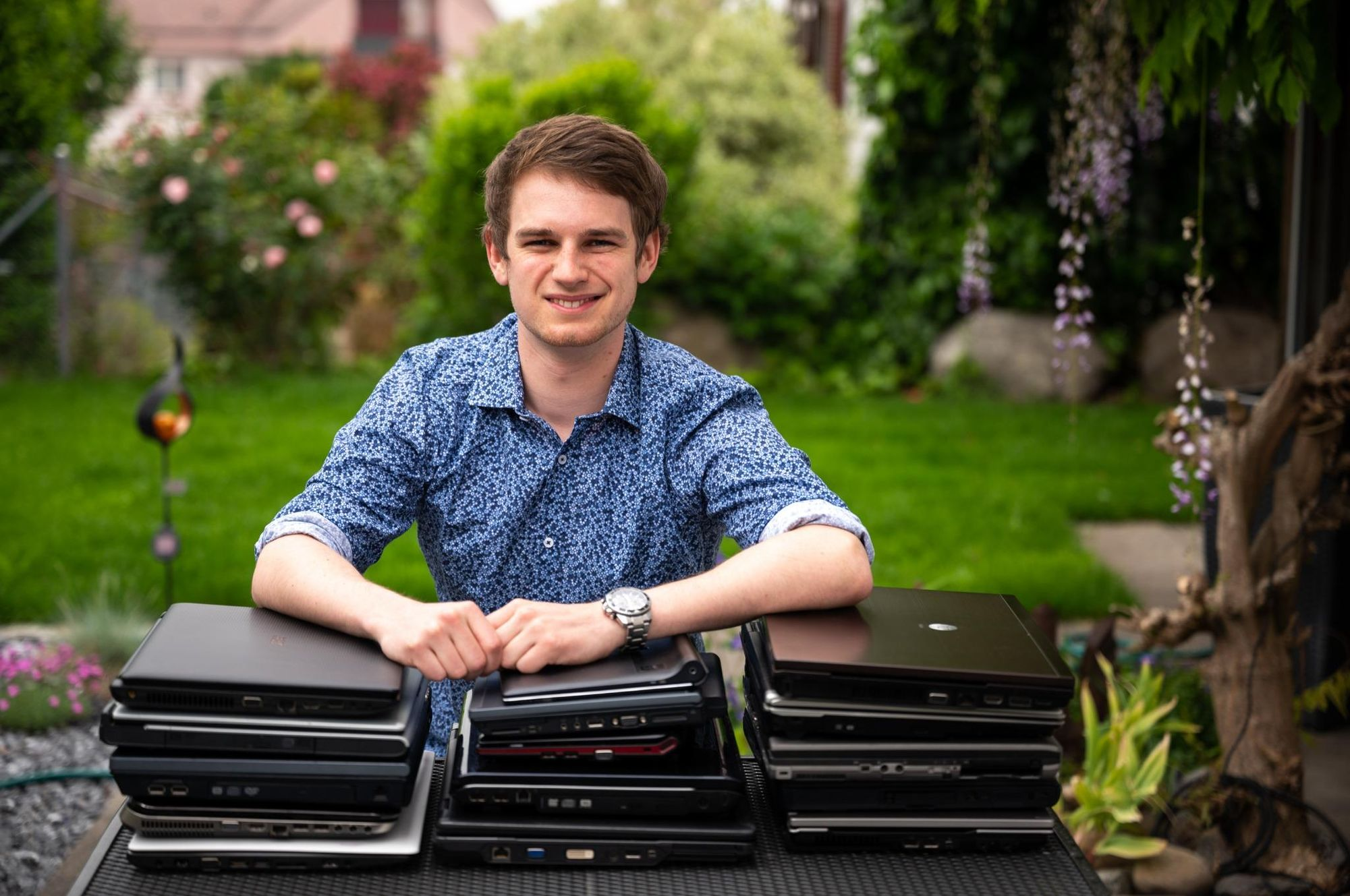 Wirtschaftsinformatik-Student sammelt alte Laptops für den guten Zweck