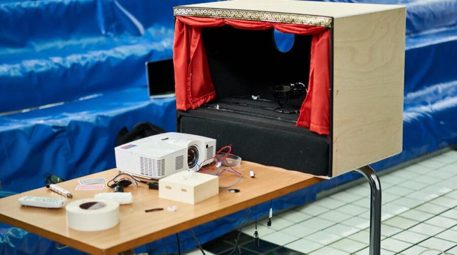 13:30 Uhr: Die Black Box enthält unter anderem Mikrofone und eine Kamera.