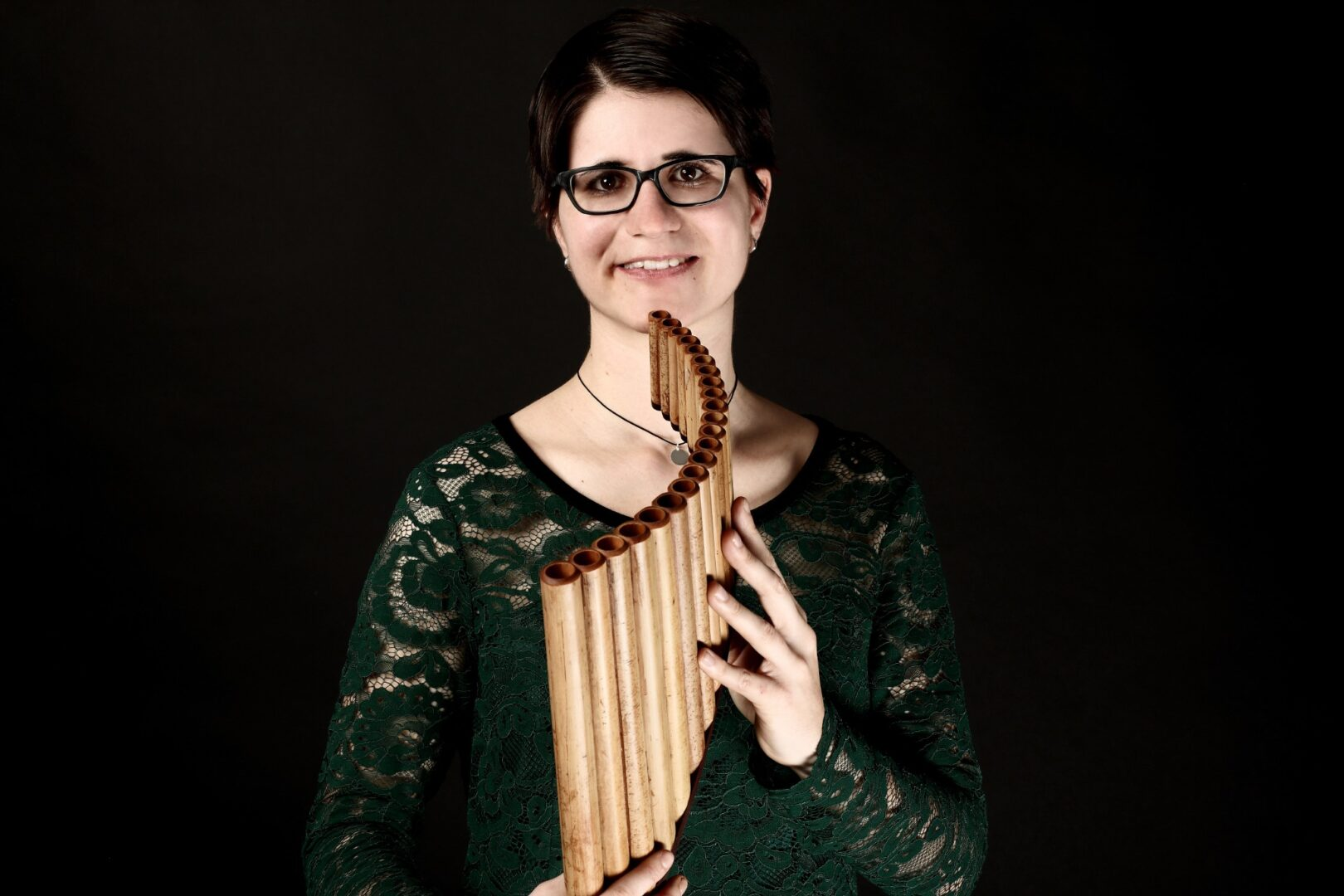 Die Panflötistin Carmen Bischof hat den Video-Wettbewerb zu Distance Learning gewonnen