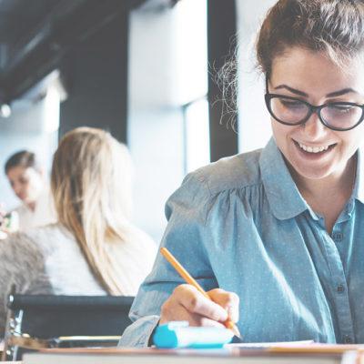 Frischlinge aufgepasst: Die besten Tipps für den perfekten Start ins Wirtschaftsstudium